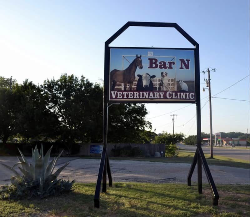 Bar N Veterinary Clinic outside sign
